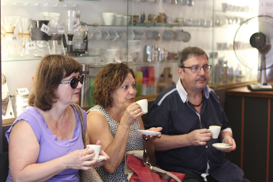 Coffee lovers at el Cafes Magnifico, Barcelona